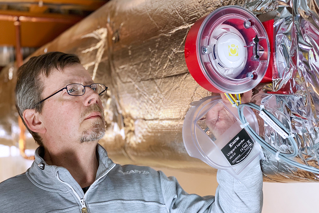 Prevent smoke from spreading in facilities by using smoke detectors in ventilation ducts